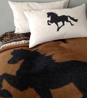 Islandsk uldtæppe med hest - brun/sort