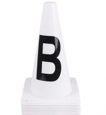 Flotte hvide dressurbanekegler - Den nemmeste måde at opsætte en tydeligt markeret ridebane, hvor som helst. Højde: 30 cm. 8 stk med: A, K, E, H, C, M, B, F